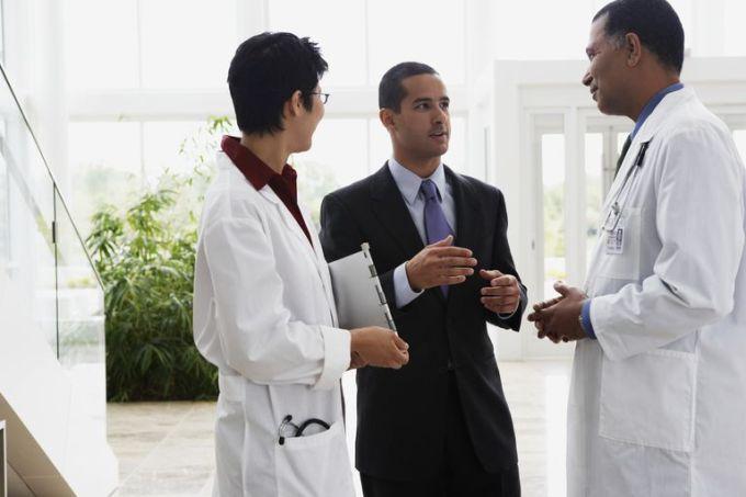 doctors-talking-to-businessman-57525589-5954287a3df78cdc295239c9.jpg
