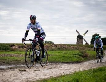 PROS – Se déformer pour performer : les Specialized de Deceuninck – Quick-Step et Bora – Hansgrohe pour Paris-Roubaix