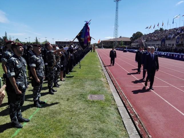 2593-alumnos-juran-como-nuevos-policias-nacionales 2593 alumnos juran como nuevos policias nacionales