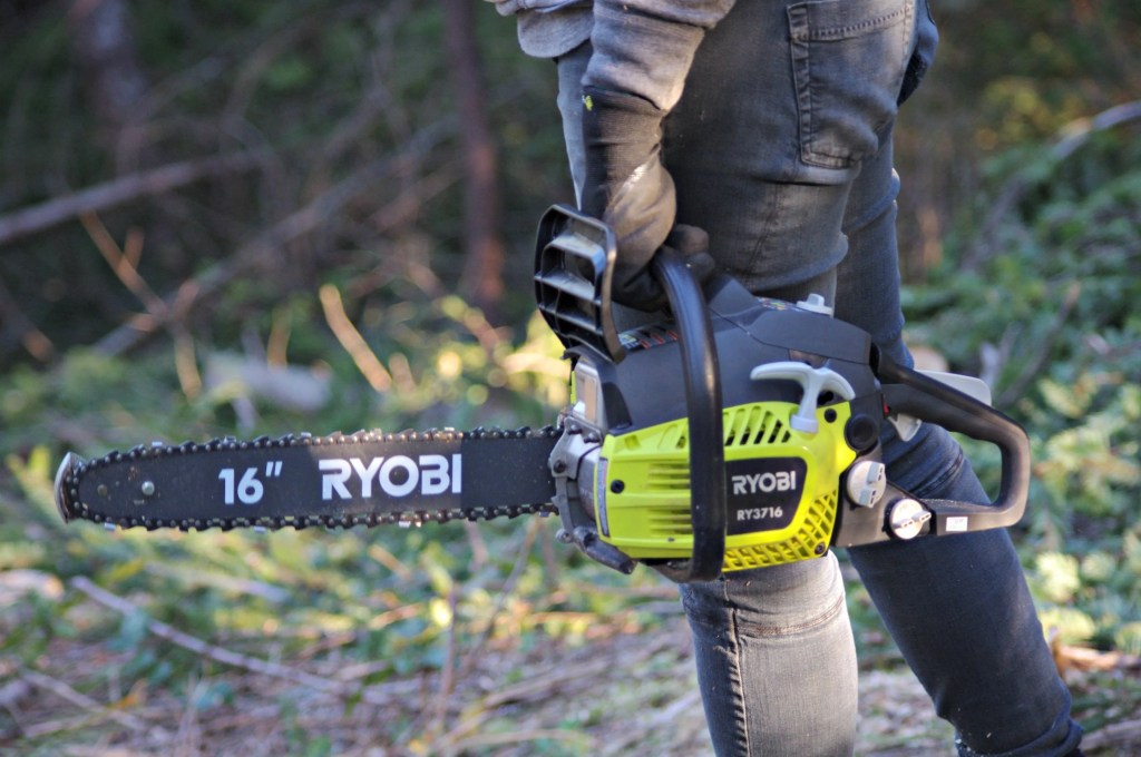 Ryobi 16' Gas chainsaw, Chainsaw for my wife, lightweight chainsaw,