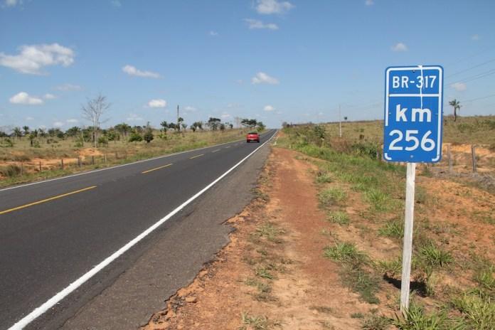 Trecho da BR 317 entre Epitaciolândia e Xapuri – Foto: Alexandre Lima