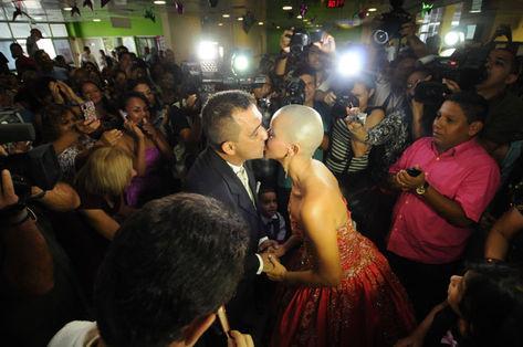 Francilva se casou de vermelho na sede da FCecon, em Manaus (Euzivaldo Queiroz)