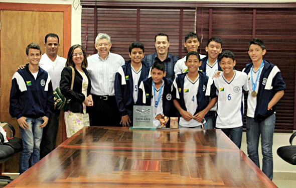 alunos da escola Padre Diogo Feijó, de Rio Branco, campeões brasileiros de futsal nos Jogos Escolares da Juventude