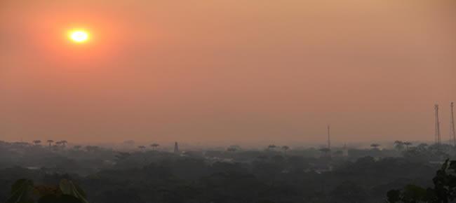 O sol ficou vermelho no final do dia devido a fumaça – Foto: Alexandre Lima