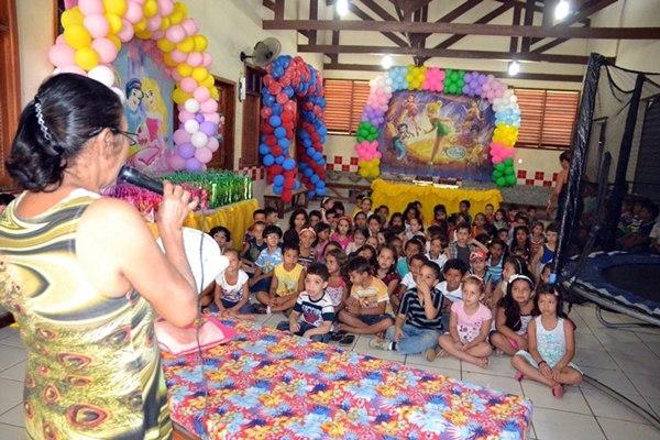 Na Escola Pequeno Príncipe foi realizado uma manhã de lazer com apresentação de Teatro com a Peça Teatral