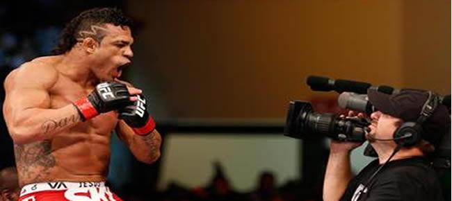 Em grande fase, Belfort impôs o primeiro nocaute da carreira de Dan Henderson Foto: Getty Images