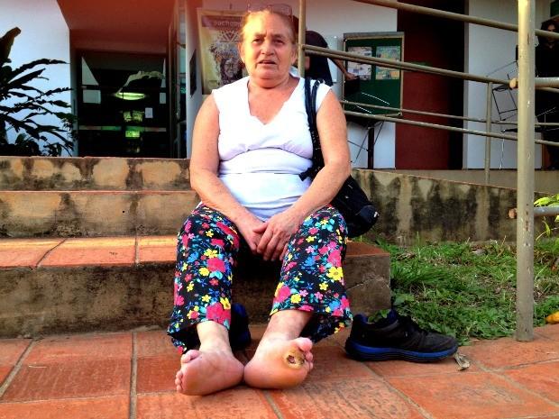 Luiza lembra das dificuldades que teve devido a doença. (Foto: Veriana Ribeiro/G1)