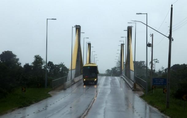 O tráfego pela BR-364 está garantido dia e noite e também no período das chuvas, o Acre cada vez mais integrado (Foto: Sérgio Vale/Secom)