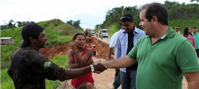 Tião Viana percorreu, em 14 semanas, 8.820 quilômetros de BR-364 entre Cruzeiro do Sul e Rio Branco, sempre fiscalizando e acompanhando a realidade da estrada (Foto: Sérgio Vale/Secom)