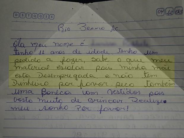 Criança de 11 anos pede ao Papai Noel materiais escolares (Foto: Caio Fulgêncio/G1)