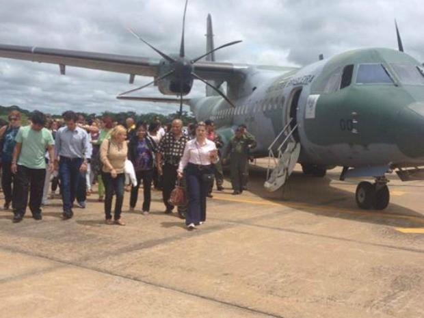 Profissionais desembarcaram neste sábado no aeroporto de Rio Branco (Foto: Divulgação/Secretaria Municipal de Saúde)