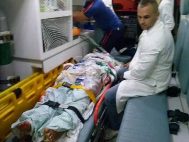 Professora desmaiou e foi socorrida por familiares (Foto: Arquivo pessoal)