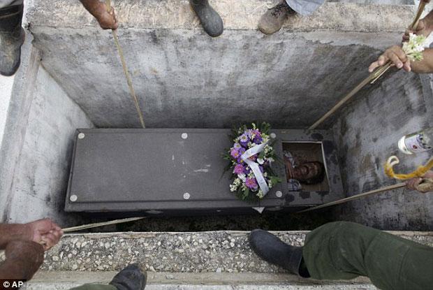 homem-e-enterrado-vivo-durante-ritual-chocante-em-cuba
