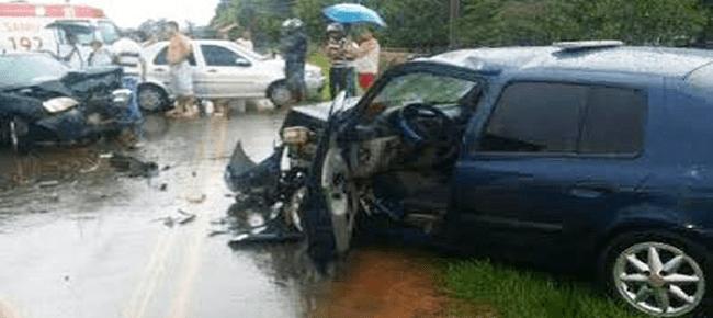 Acidente envolvendo dois carro deixa oito pessoa feridas/Foto: WhatsApp/Grupo Mundo Cão