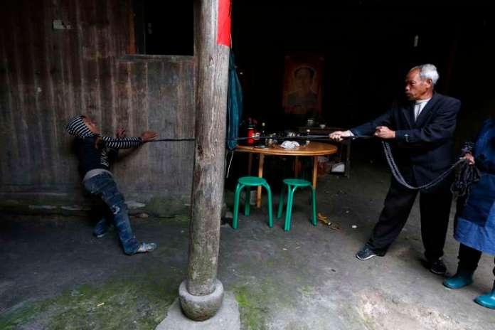A família disse que já pagou cerca de 10 mil iuanes (cerca de US$ 1,6 mil) para compensar os prejuízos aos outros Foto: Reuters