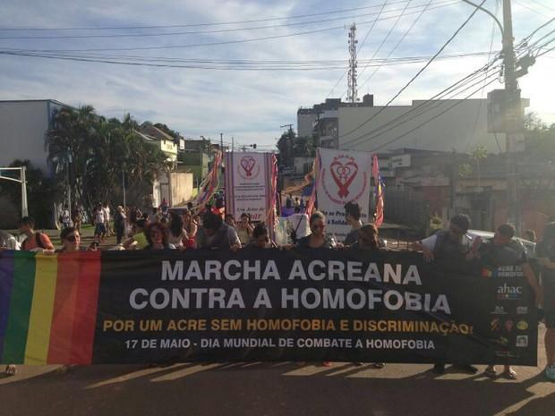 Em luta contra homofobia, marcha foi realizada neste sábado (Foto: Júnia Vasconcelos / Arquivo Pessoal)