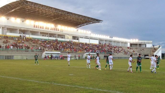 Arena do Juruá recebeu mais de 500 torcedores na partida deste domingo (Foto: Genival Moura/G1)