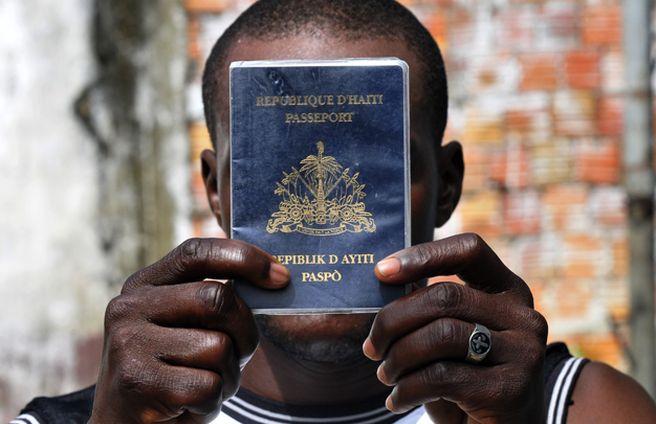 Haitiano-passaporte-documento-haitianos-Brasil_ACRIMA20120122_0102_18