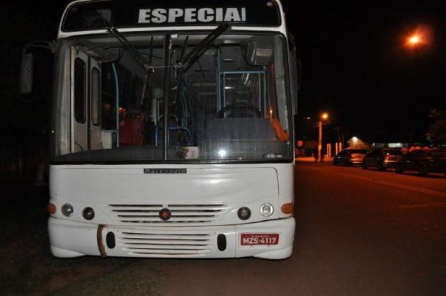 Ônibus de transporte de universitários também foi utilizada na demanda dos candidatos oposicionistas