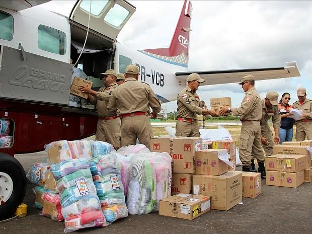 Mais de 2 toneladas de kits de ajuda humanitária foram enviadas ao Acre nesta terça (3) (Foto: Suelen Gonçalves/G1 AM)