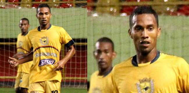 Neném balançou as redes duas vezes neste domingo e chegou aos sete gols no Campeonato Acreano (Foto: João Paulo Maia)