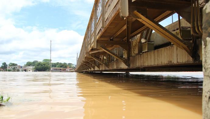 onte Juscelino Kubitschek neste domingo (1º), em Rio Branco; rio acima de 17 metros (Foto: João Paulo Maia)