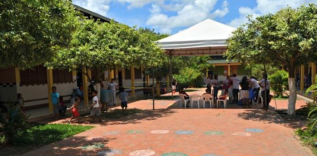 Escola Diogo Feijó, em Rio Branco, ainda está sendo usada como abrigo público. (Foto: Aline Nascimento