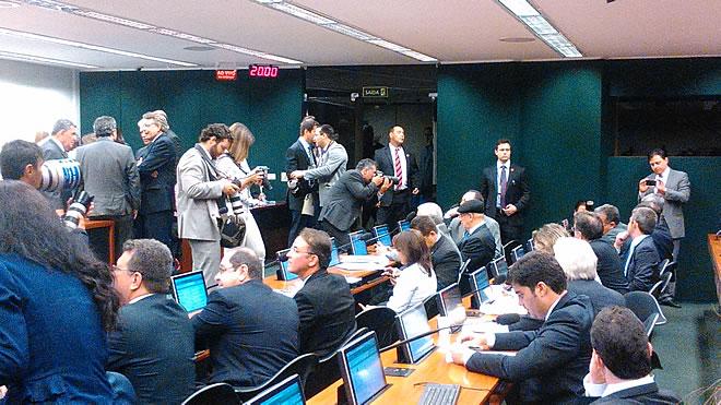 Deputado participa da primeira sessão da CPI da Petrobras