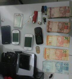 Dinheiro e celulares