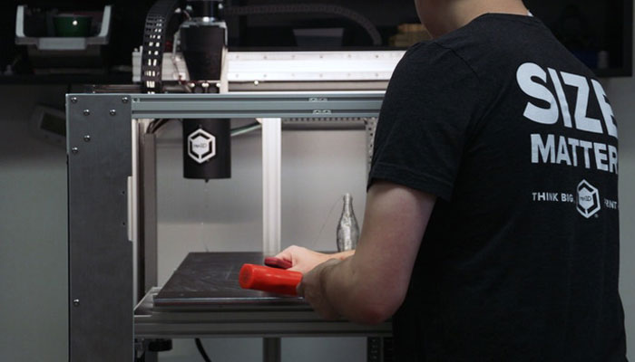3Д Принтер Gigabot X - может печатать из гранул и из вторсырья.