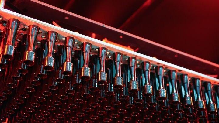 Massive 3D printer build plate of ventilator valves [Source: Photocentric]