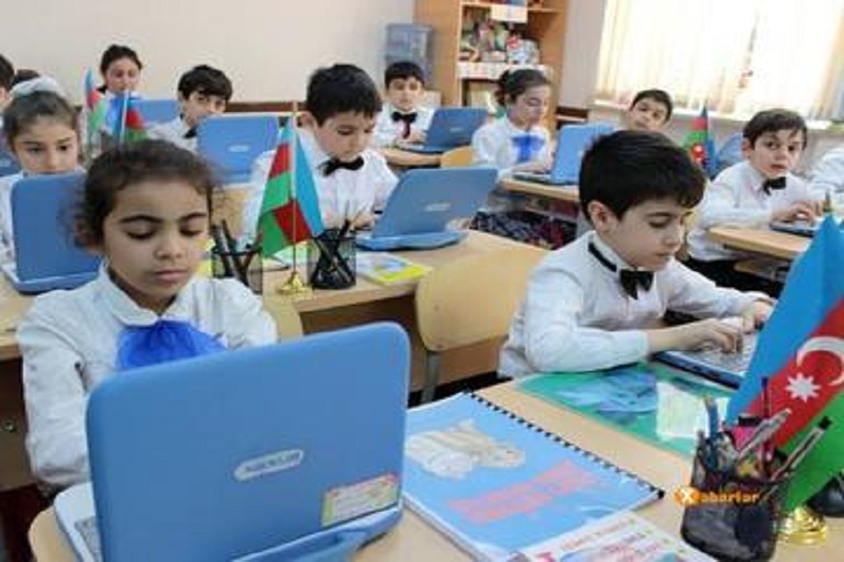 Azerbaijan Offers to Teach Internet Safety Rules in Schools