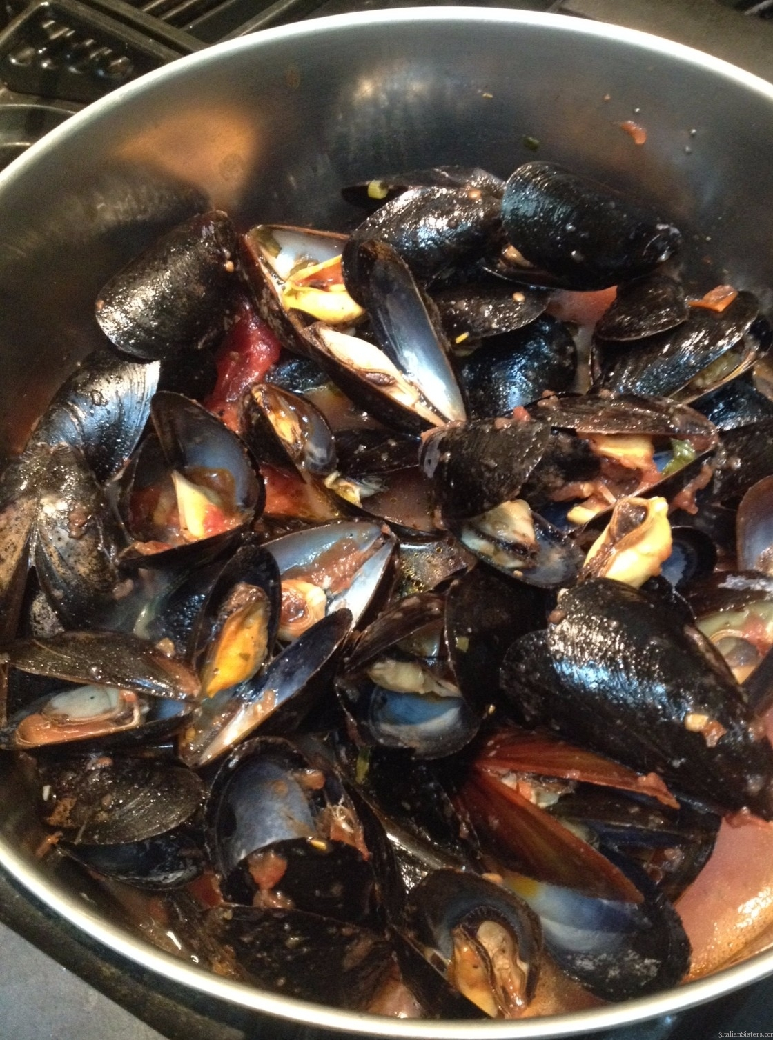 mussels in spicy tomato broth 3 italian