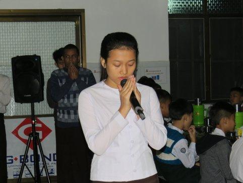 ဆွမ်းဆင်ခြင်နေစဉ်