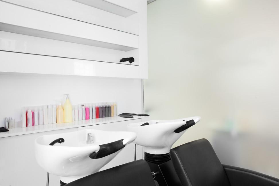 Lavacabezas de porcelana y sillones negros Fotos para que te inspires  3Presupuestos
