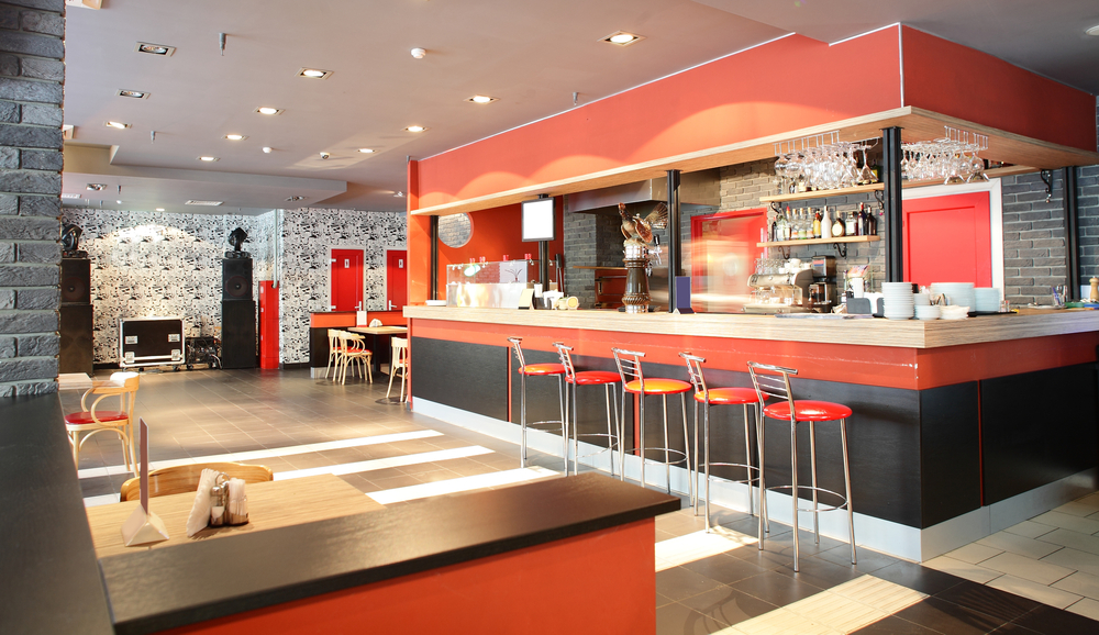 Bar minimalista con barra roja Fotos para que te inspires