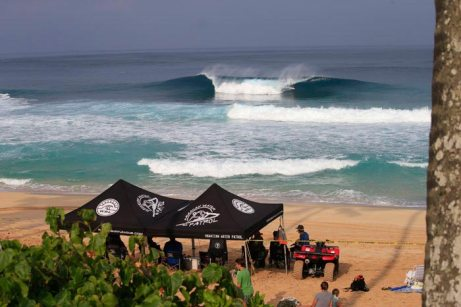 2017-volcom-pipe-pro-day-3-pipeline-hawaii-photo-by-brian-bielmann-01