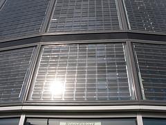 Il costume da bagno fatto di pannelli solari: Solar Bikini