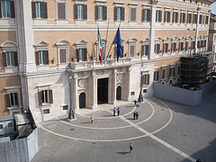 Casta Montecitorio: ex dipendente precario svela gli altarini su Facebook
