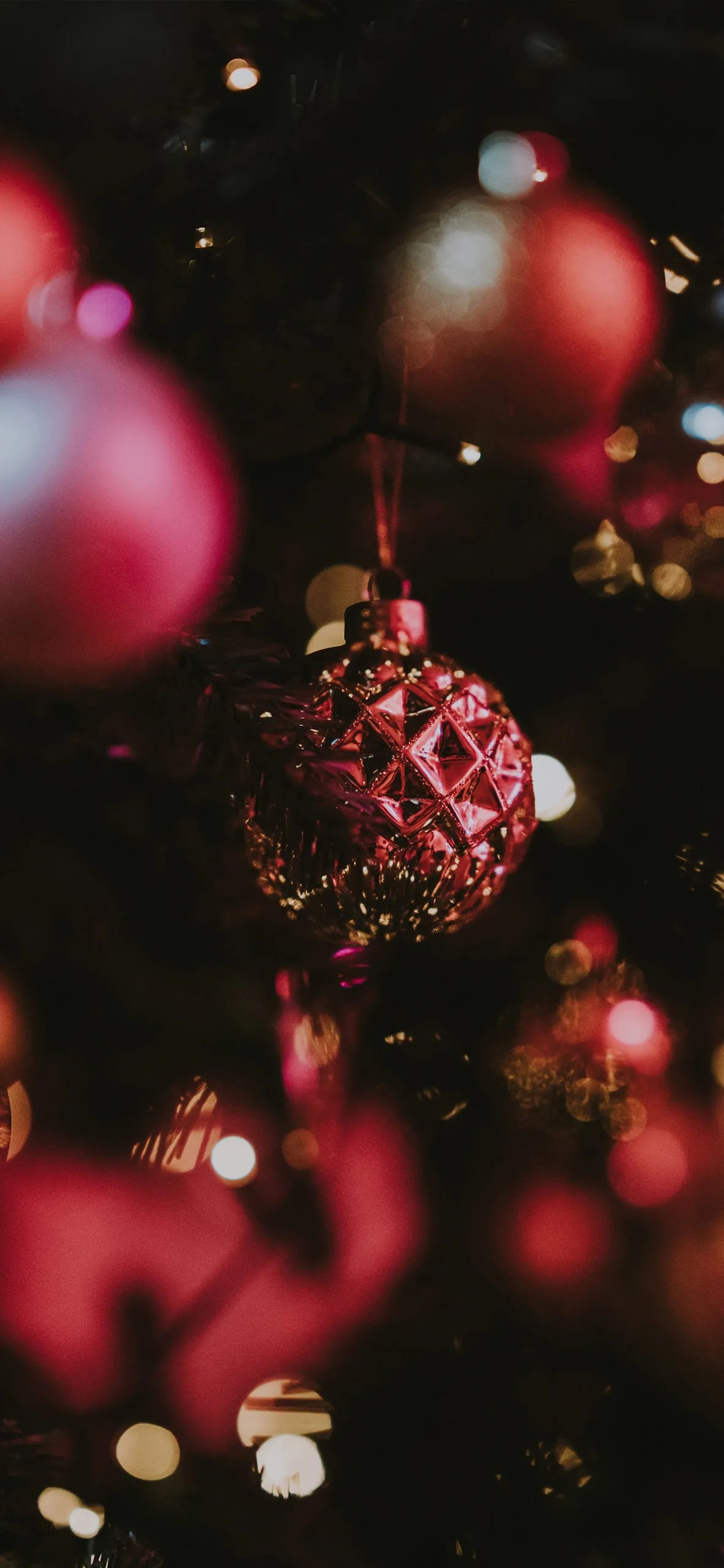 iphone wallpapers ball2 scaled Christmas balls