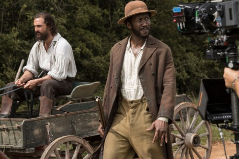 While driving the horse wagon down a country road, Newt (Matthew McConaughey) tries to stop Moses (Mahershala Ali)