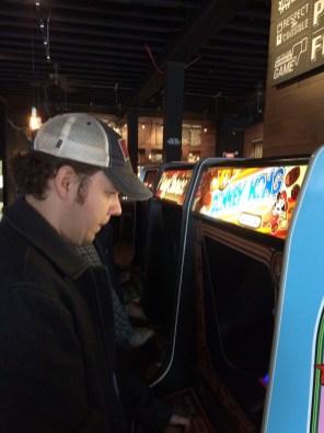 Wrestlemania 32 Weekend - 16-Bit Bar - Pip Plays Donkey Kong