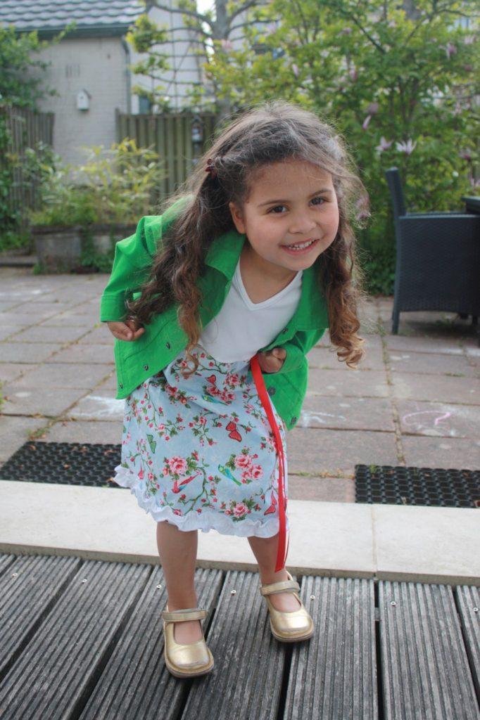 Iets met een klein meisje en jurkjes - review Ninie