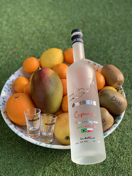 destilHERO w akompaniamencie owoców, niestety nie mam cupuacu