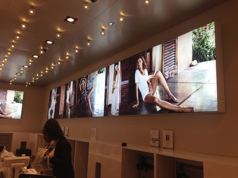 H&M uses Backlit Fabric with Edgless Frame LIght Boxes