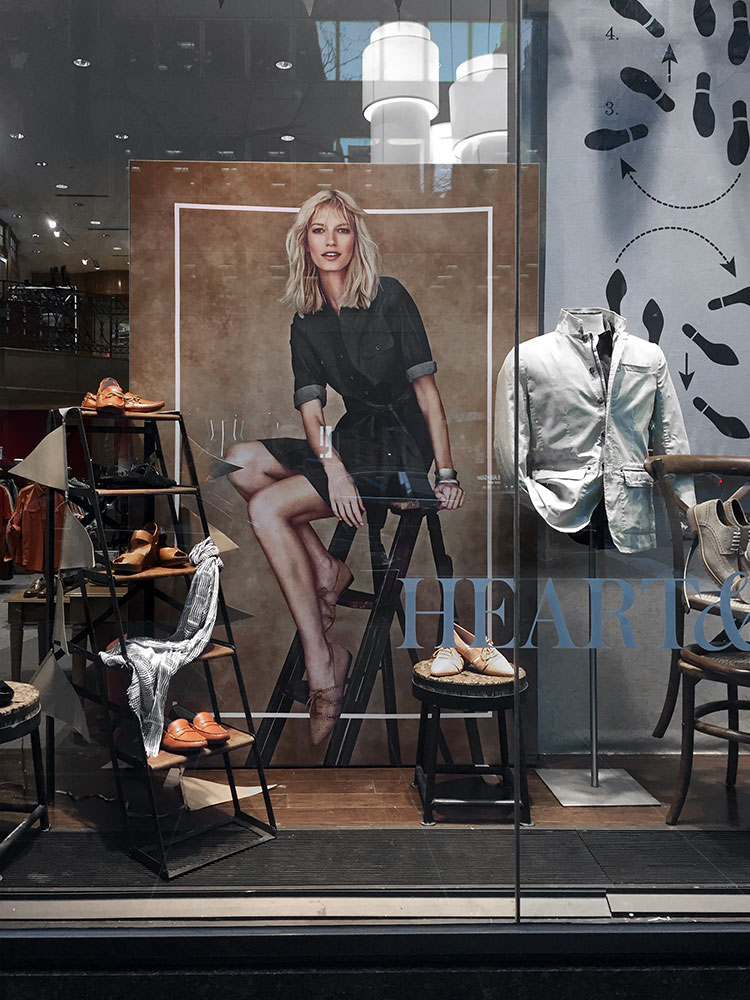 Frameless fabric printing and displays storefront
