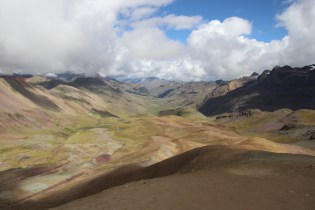 The valley on Vinicunca's backside
