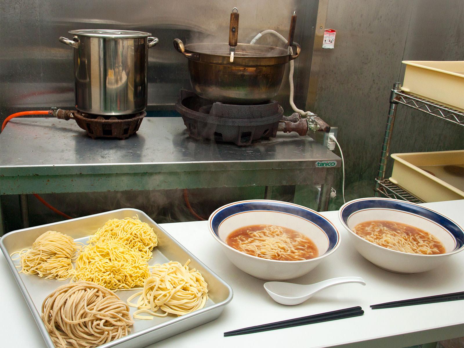皆様に愛され50年 シクヤ製麺 会社概要