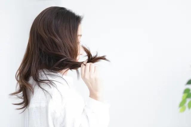 毛先がハネるとお悩みの方にオススメのシャンプー&ケア方法を紹介します