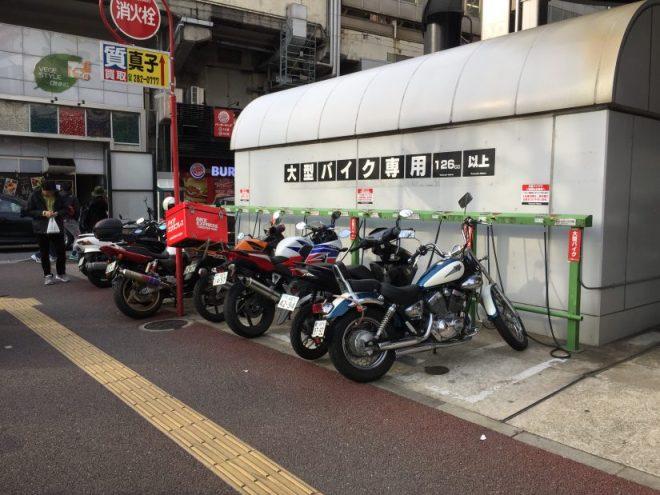 ヨドバシカメラ博多自動二輪駐輪場